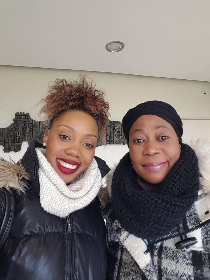 Anita Mwarabu et sa mère
